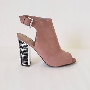 """GUESS """"Geogia"""" Suede Heel Size 9"""